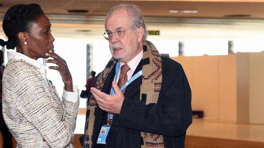 Dessima Williams (WWF) y Michael Zammit Cutajar, ex secretario ejecutivo de la UNFCCC. (Foto: International Institute for Sustainable Development).