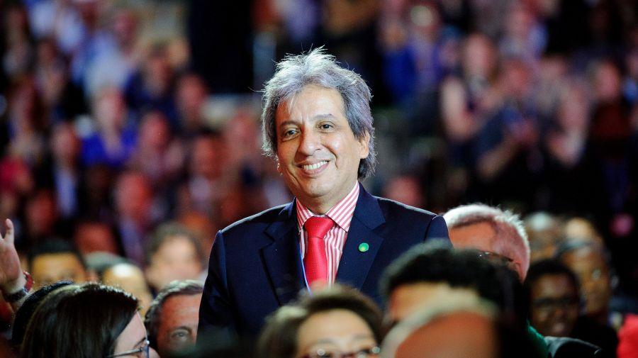 Manuel Pulgar Vidal - Ministro del Ambiente de Perú y presidente de la COP20, es aplaudido por su trabajo realizado durante el 2015. (Foto COP21)